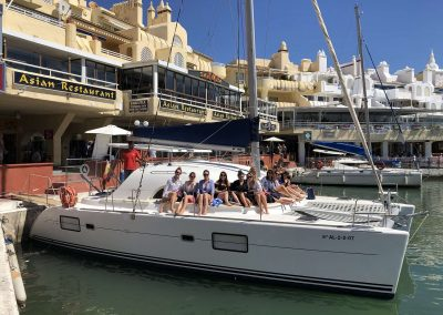 Disfruta de un paseo en barco en tus vacaciones en Málaga-min