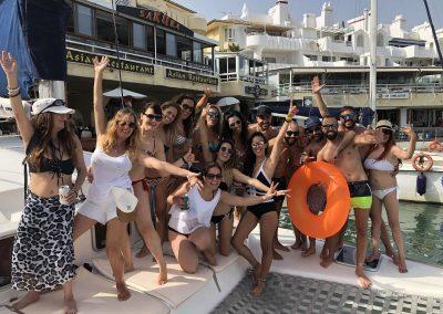 Excursión en barco con amigos-min