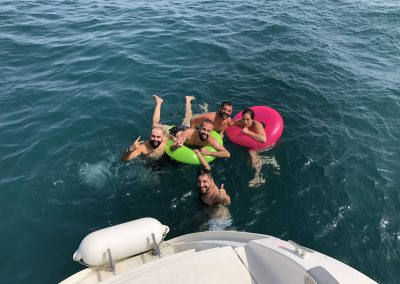 Private boat trip with friends with bath in the sea-min